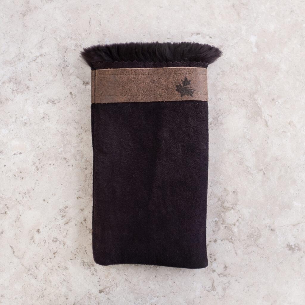 A cellphone pouch